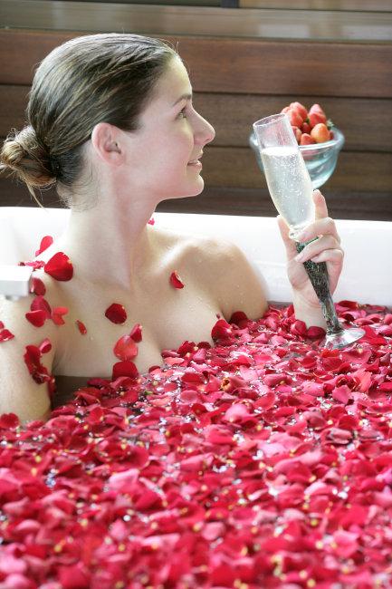 花瓣浴的美人模板下载图片编号:892898