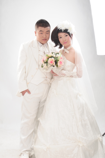 爱 男女都有 二个    30岁 长头发 短发 盘头 全身 新婚夫妇 婚纱 爱图片