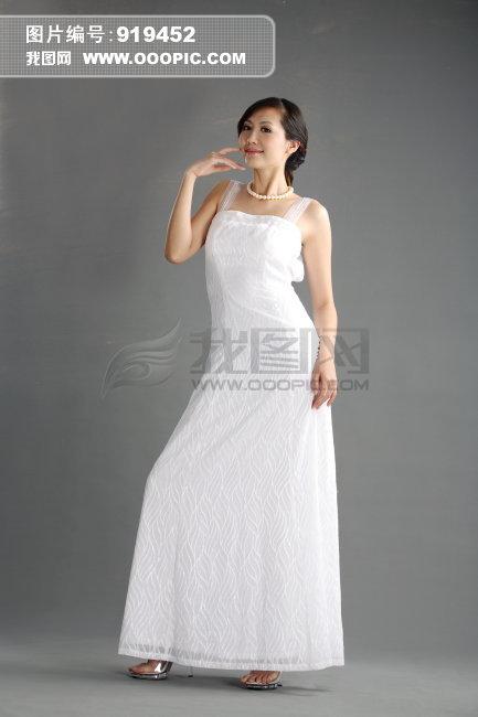 穿晚礼服的漂亮女人
