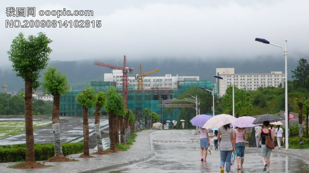 最美信阳师范学院华锐学院 雨后2