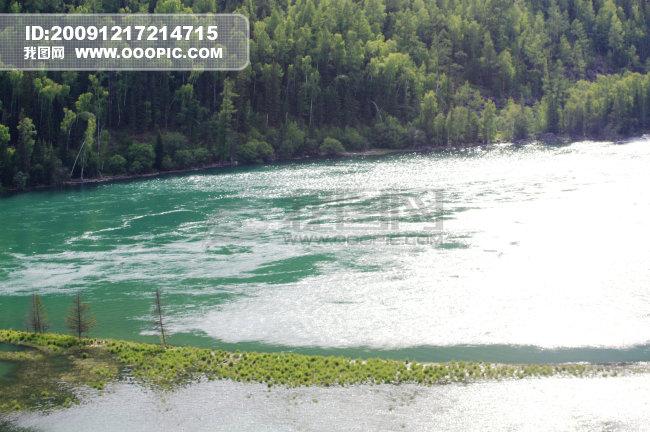 新疆 旅游 喀纳斯 河水 树林 卧龙湾 -新疆 喀纳斯 河水 树林 卧龙湾免费图片