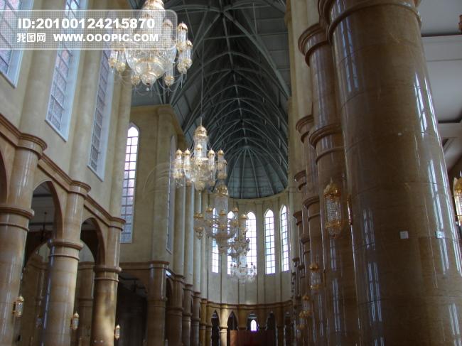 教堂里的吊灯图片下载